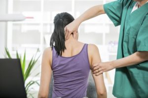 woman neck pain chiropractor